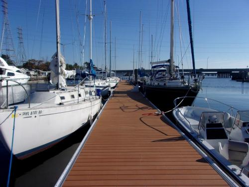 aluminum dock on safe harbor