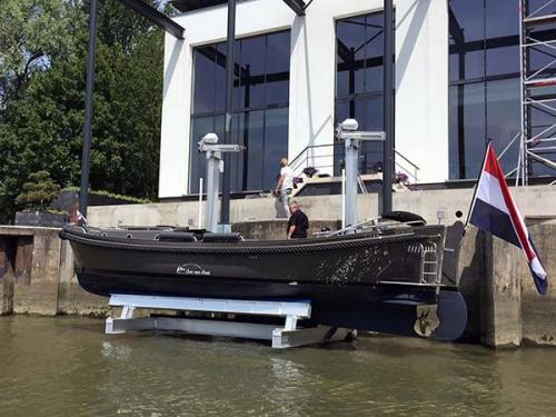 golden-sea-drive-17k-elevator-boat-lift-install-in-holland-2